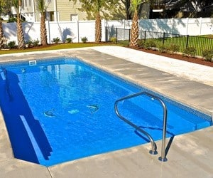 Fiberglass swimming pools vs Gunite concrete swimming pools